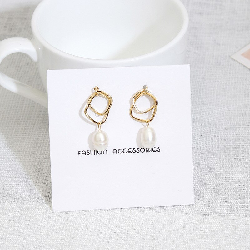 [해외]2018 Fashion Woman Modern Earrings Geometric Stud Earrings Pearl Earrings Fashion Jewelry HK112/2018 Fashion Woman Modern Earrings Geometric Stud