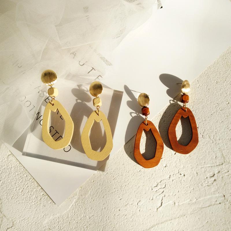 [해외]Simple Women Hollowed out Wood Geometric Ears Clip Earrings Rought Cut Wooden Irregular Shape Clip on Earring Without Piercing/Simple Women Hollow