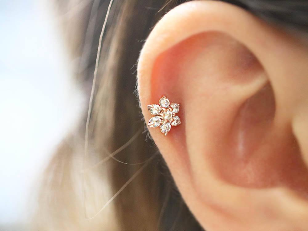[해외]핫 세일 16 게이지 스테인레스 스틸 지 르 콘 사랑스러운 꽃 연골 배 고삐 헬릭스 피어싱 귀걸이/Hot sale 16gauge stainless steel  Zircon Lovely Flower Cartilage Tragus Helix Piercing Earr